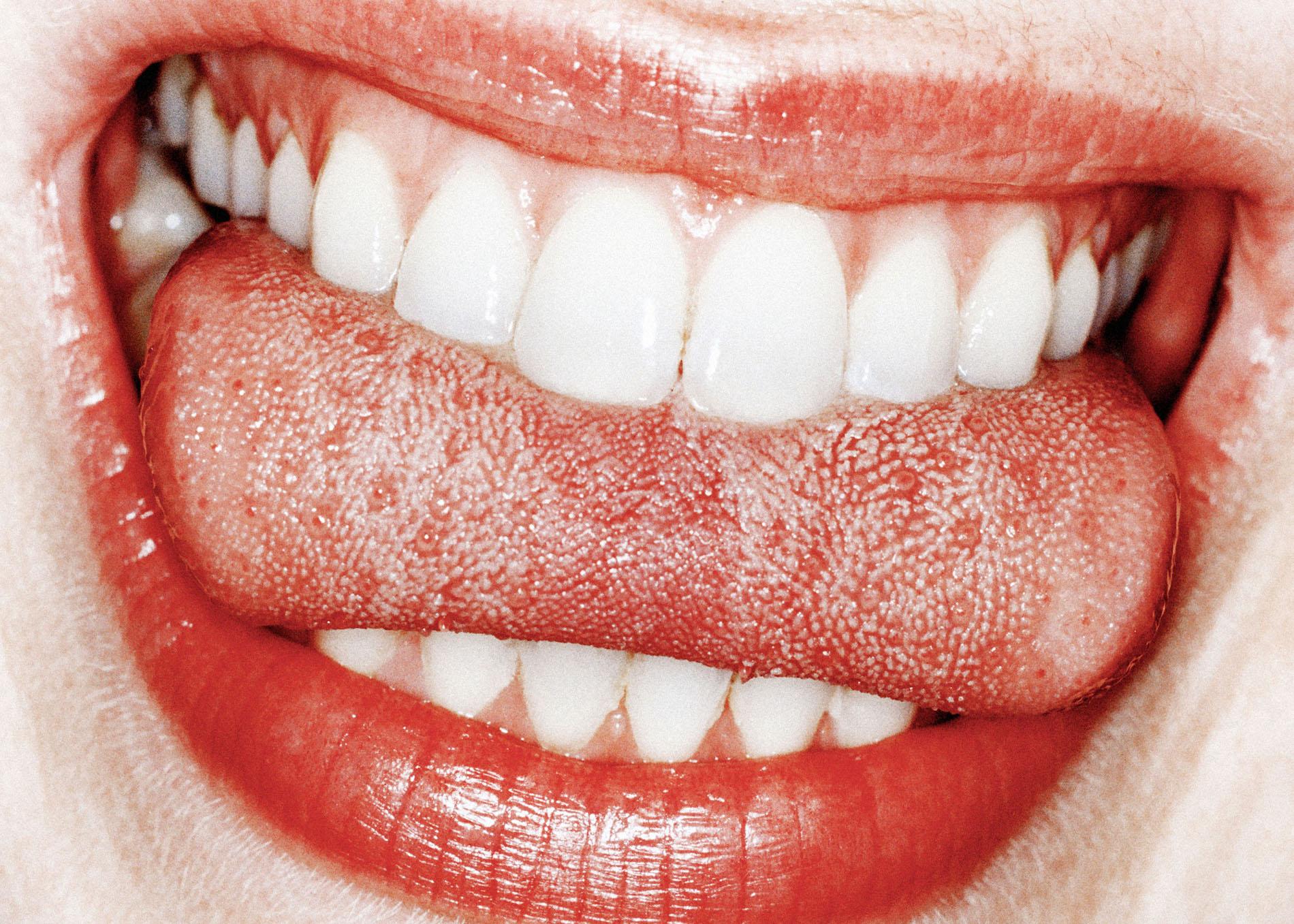 gros plan dents lèvres rouge détails