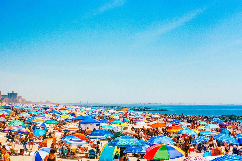 J.M. Saponaro Coney Island parasols colorés