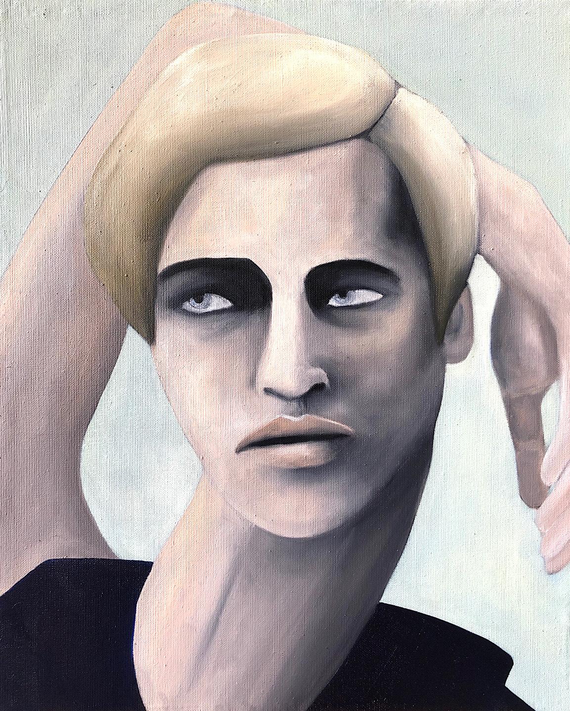 femme aux cheveux courts blonde haut noir