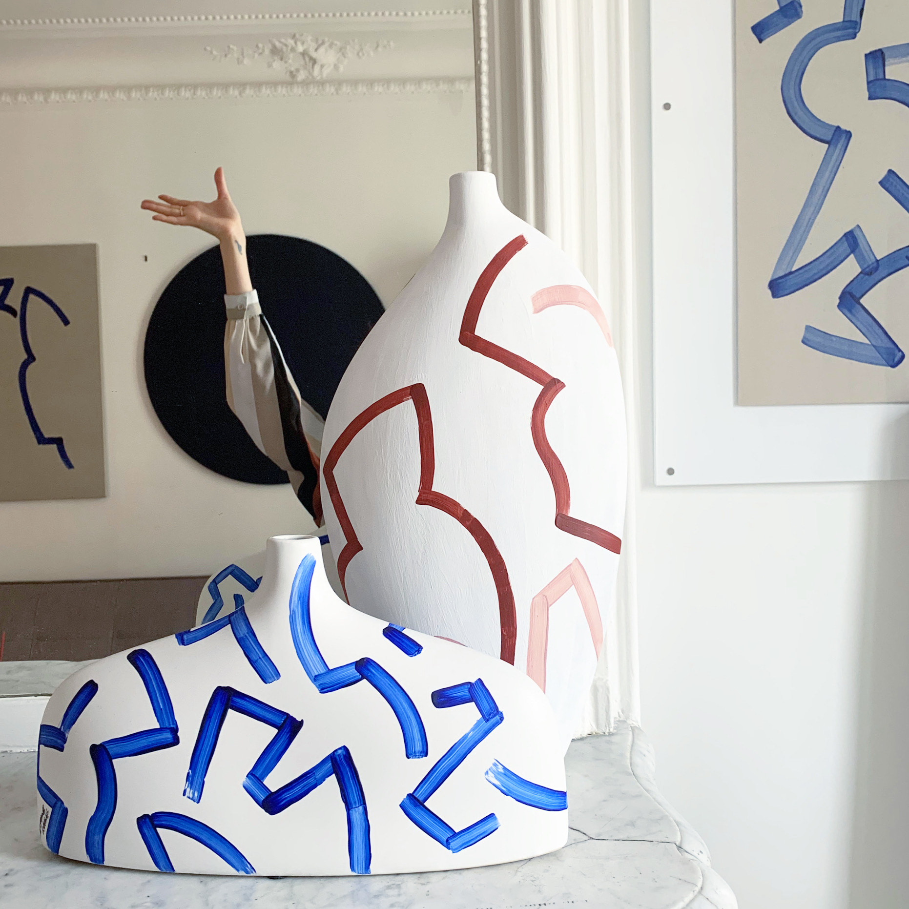 Tiffany Bouelle vases et main art abstrait
