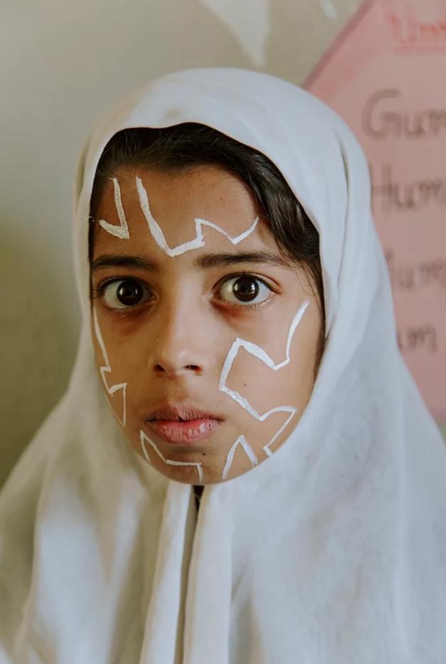 portrait jeune fille Inde peinture