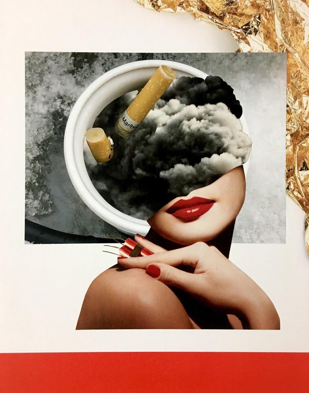 Femme avec du rouge à lèvres rouges avec de la fumée et un cendrier avec des mégots à la place de la tête