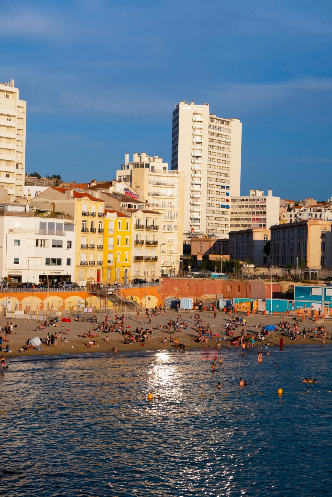 Vue de la plage des catalans