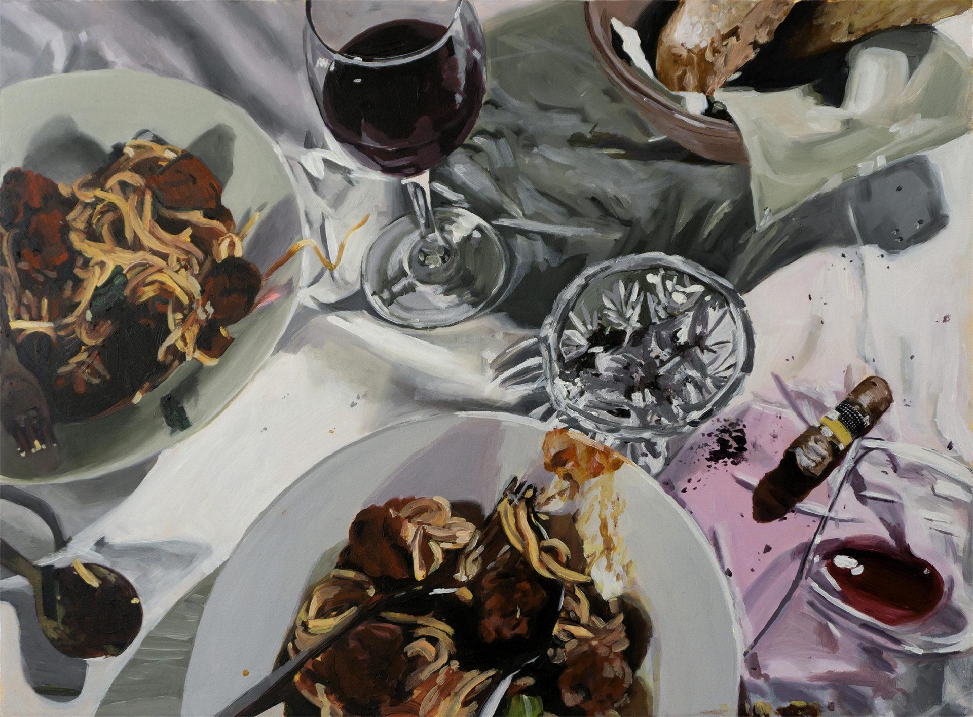 table des sopranos avec assiettes de spaghettis à la bolognaise, verres de vin rouge et cigares